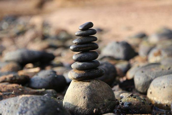 Denna bild har ett alt-attribut som är tomt. Dess filnamn är stones-2082936__480-700x467.jpg